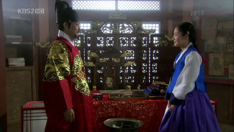 Kim Yoon Hee bersama raja (Sumber gambar: Dramabeans)
