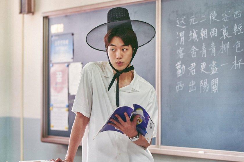 Hong In Pyo yang sedang mengajar (Sumber gambar: Netflix)