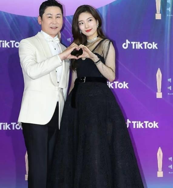 MC Shin Dong-yup dan Bae Suzy di Baeksang Awards 2021