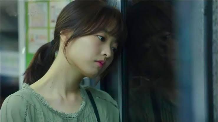 Sebagai Na Bong Sun, gadis yang bisa melihat hantu di Oh My Ghost (2015)