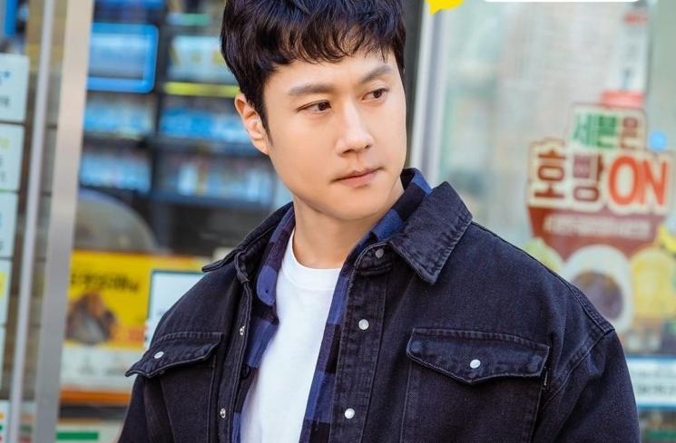 Detektif No Whi-oh diperankan oleh Jung Woo