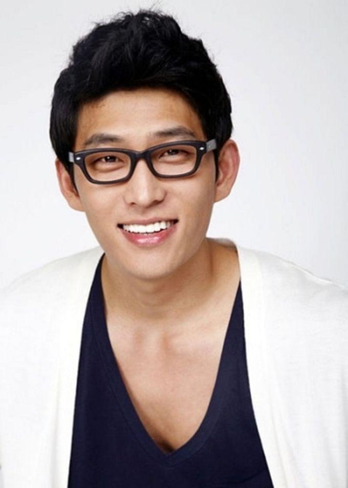 Go Joon 01