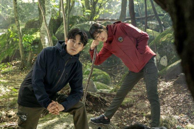 Drama Misteri Baru Jirisan Yang Dibintangi oleh Jun Ji Hyun dan Joo Ji Hoon