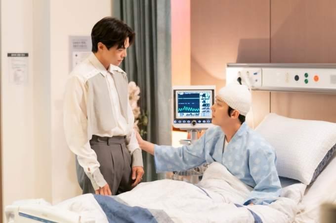 Ha Yoon Chul dan Logan Lee dalam Drama The Penthouse 3