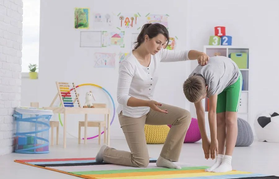 blog picture of chiropractor working with a physiotherapist