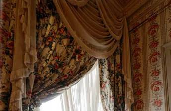royal curtain