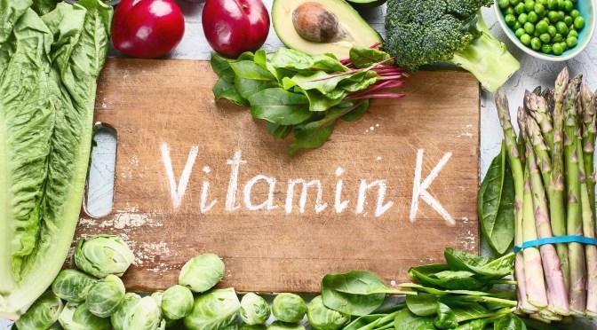 Necessidades diárias e fontes de vitamina K e cálcio