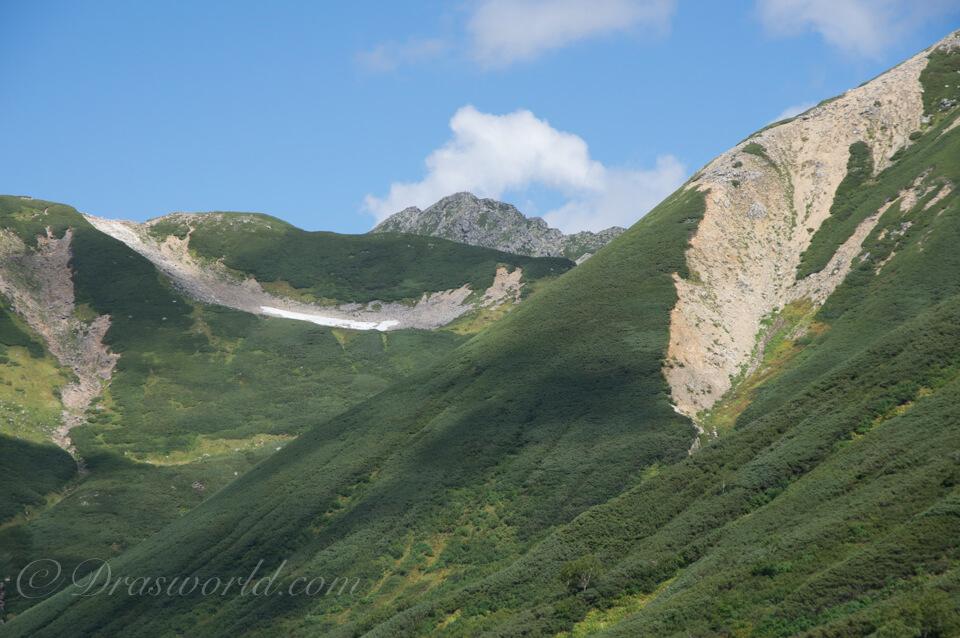 黒部源流を登り返す途中で見えた水晶岳