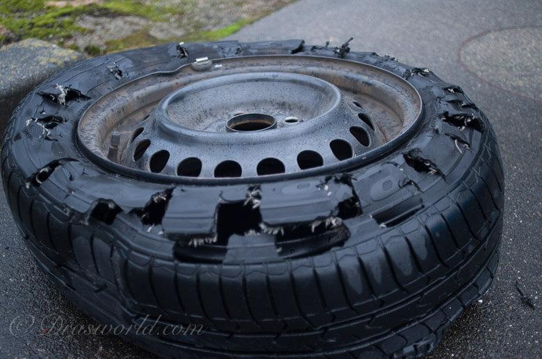 亀裂が入ったタイヤで自走
