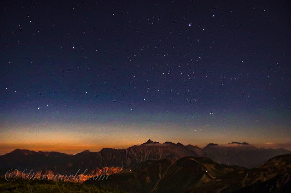 月夜の夜明け前の裏銀座