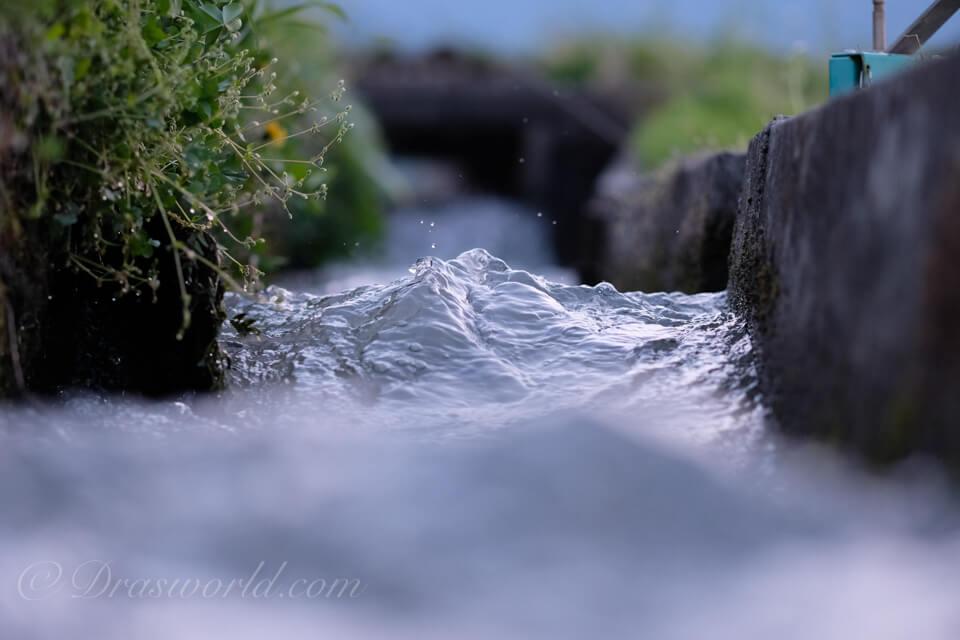 XF90mm 絞り開放f/2で撮影した用水路
