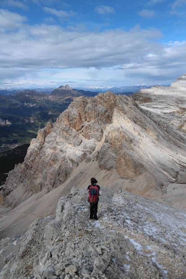 Blick nach unten in den Dolomiten