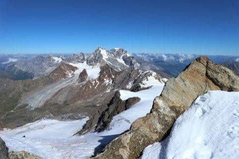 Weite Blicke am Gipfel.