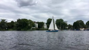 Segelboot auf der Alster