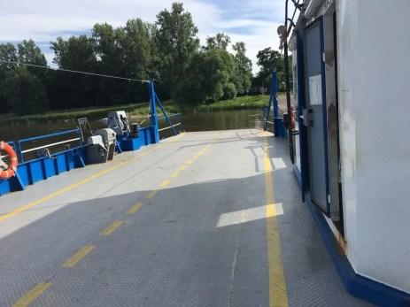 Auf der Gierseilfähre über die Elbe nach Breitenhagen