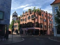 Das Hundertwasserhaus in Magdeburg (2)
