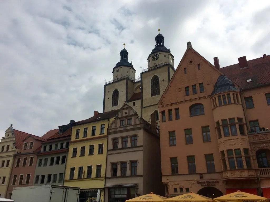 Kaufmannshäuser und Stadtkirche in der Lutherstadt Wittenberg