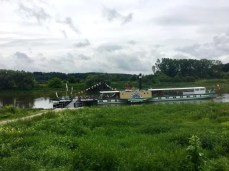 Ein Raddampfer auf der Elbe bei Meißen