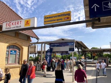 Start am Bahnhof von Warnemünde