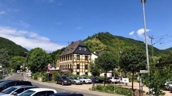 Einstieg zum Mittelrhein-Klettersteig am Wirtshaus in Mühltal
