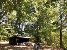 Der Lagerplatz am Eksholmssjön mit Wetterunterschlupf und Feuerstelle