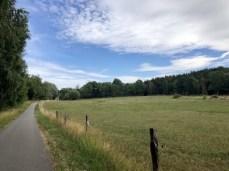 Toller Ostseeradweg in schöner Landschaft bei Brook