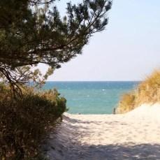 Strandaufgang am Darßer Ort mit Ostsee im Hintergrund