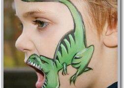 رسم ديناصور غاضب على الوجه