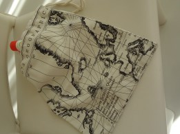 Linen map of the world wash bag with 100 % nylon waterproof lining