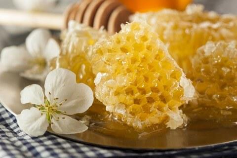 raw honey, honeycomb