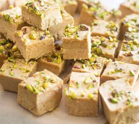 almond pistachio fudge