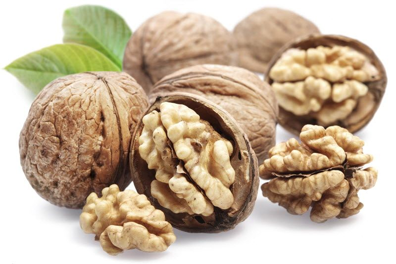 Akhrot (Walnut) ke Benefits (Fayde) in Hindi