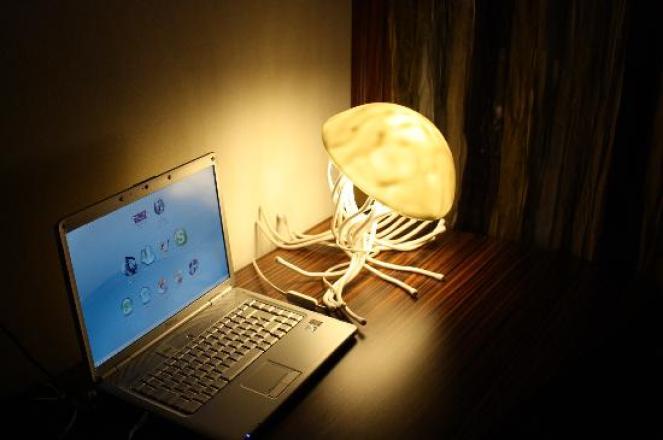 laptop-and-fun-light