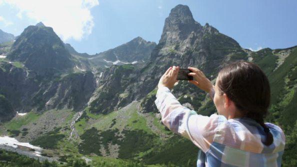 smartphone en la montaña
