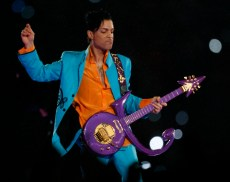 2/4/07 8:17:20 PM -- Miami, FL -- SuperBowl XLI -- Colts v. Bears -- Prince performs at halftime. Photo by Jack Gruber, USA TODAY staff ORG XMIT: JG 31119 SBXLI 2/4/2007 (Via OlyDrop)Super Bowl