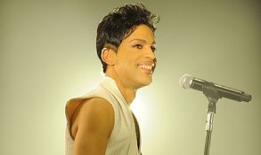 Prince-performs-in-Luxemb-007