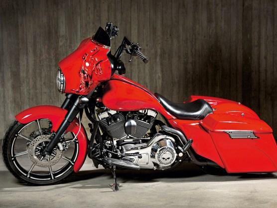 Mit einem 21-Zöller vorn ist die Street Glide moderat aus- gestattet. Es müssen nicht immer Riesenräder sein