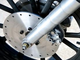 Kurios: Die Zangen der Vorderrad- stopper waren nicht angeschlossen; das ist in den USA erlaubt, solange eine einzige funktionierende Bremse – in diesem Fall hinten – am Bike vorhanden ist