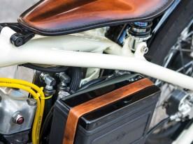Naturstoff: Echtes rehbraunes Leder wurde an mehreren Stellen eingesetzt
