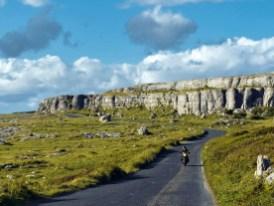 """Auch hier: Der Leuchtturm """"Black Head"""" unweit des Ortes Fanore liegt in der Region Burren"""