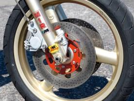 Brembo-Bremsen und federleichte Magnesiumräder von Marvic