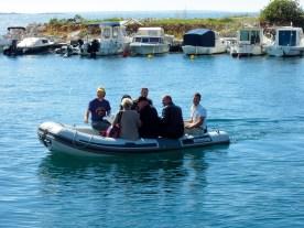 In Mandre mussten wir per Schlauchboot einschiffen