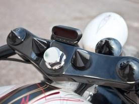 Sowohl beim Tachoinstrument von motogadget als auch bei Rücklicht und Kennzeichen stand Gigantomanie nicht auf dem Wunschzettel