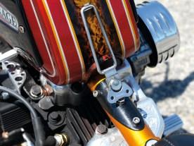 Schick: Herrlich simpler mechanischer Tankhalter
