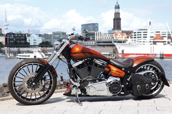 Die Linienführung bestimmende Bauteile wie Frontfender, Tank und Heckfender sind alles hauseigene Parts von Lottermann's Bikes