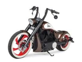 Die fünfspeichigen sichelförmigen Gussräder stammen ursprünglich aus dem Modell Vegas, zwecks satteren Auftritts ließ Big Bike aber beide Felgen verbreitern