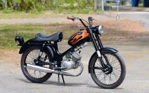 Der Screamin'-Eagle-Topf wurde ebenso wie der Sitz nachträglich an das 65-ccm-Moped montiert. Auch der Lack ist custommade