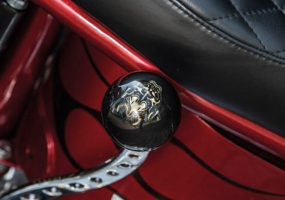 Der Nachbau eines Viergang- Ratchet-Top-Getriebes wird stilecht mit Handschaltung bedient