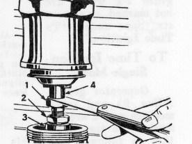 Die Ventilspiel-Kontrolle war denk- bar einfach: Ventilschaftabdeckung hochschieben und mittels Fühlerlehre und Stellschräubchen korrektes Spiel einstellen