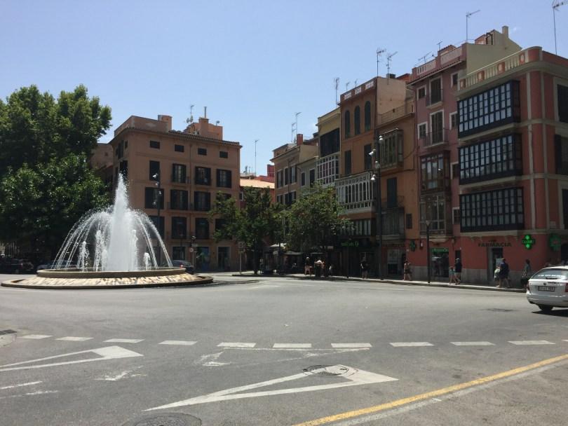 Plaza de la Reina in Palma mit Springbrunnen